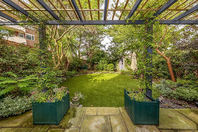 11 Lichfield Gardens