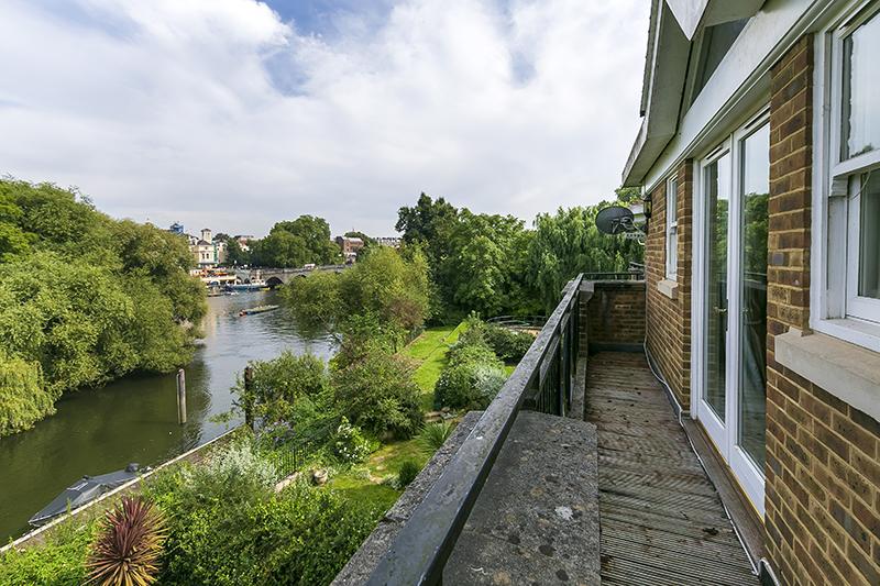 2 Richmond Bridge Moorings